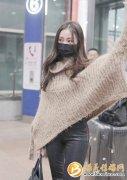 张天爱冬日穿搭保暖又时尚 惊现表情包好呆萌