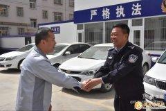 陕西延安:警车秒变救护车 为挽救生命